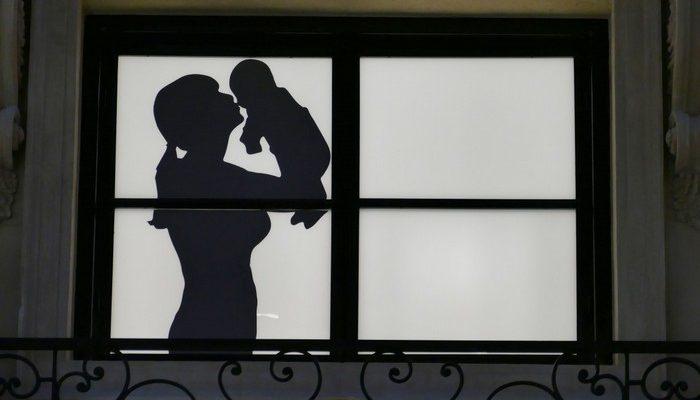 (Видео) Как устают мамы с грудными детьми? Вот так сильно!