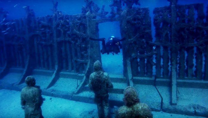 Первый подводный музей в Европе – портал в иной мир. Зрелище завораживающее и жутковатое