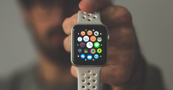 Apple Watch показали, что пульс у девушки зашкаливает! Это предупреждение помогло обнаружить серьёзную болезнь