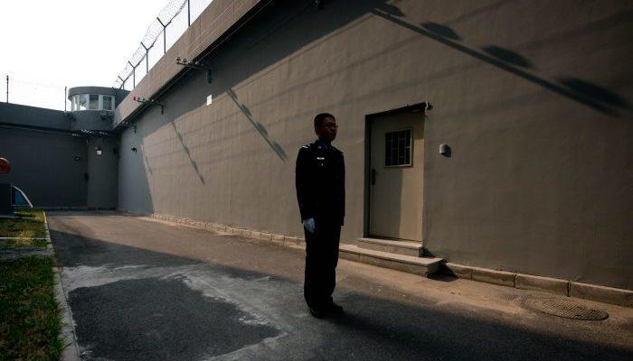 10 месяцев задержания и 3 года под домашним арестом. 75-летняя бабушка наказана за подачу иска против бывшего лидера КНР
