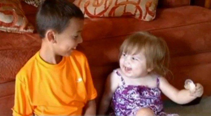 8-летний мальчик выиграл 1000 $ и отдал их 2-летней соседской девочке. Ведь она больна раком