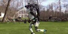(Видео) Вопреки мнению скептиков, двуногий робот Атлас совершил утреннюю пробежку