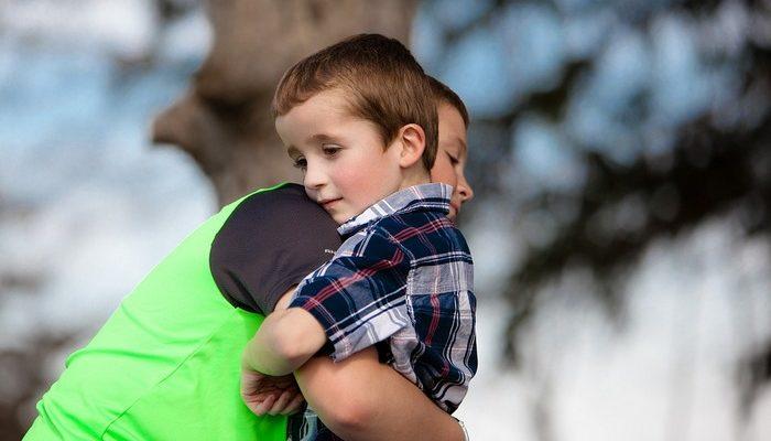 (Видео) 11-летний мальчик расплакался от счастья, когда узнал, что станет старшим братом