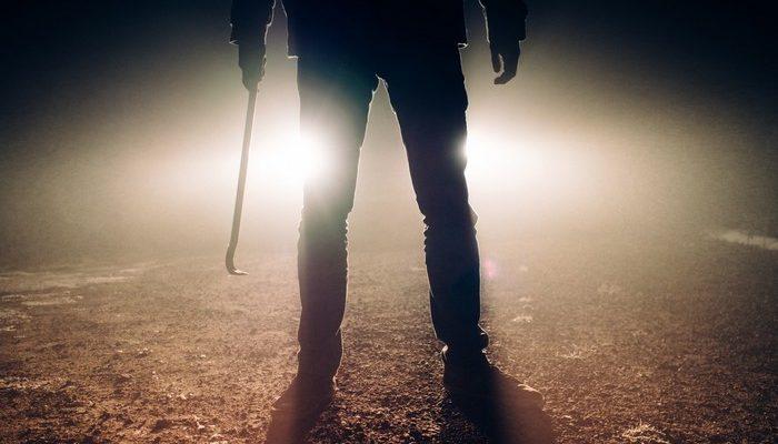 14-летний подросток не растерялся, когда увидел на пороге избитую девушку. Парень спас несчастную от бандита!