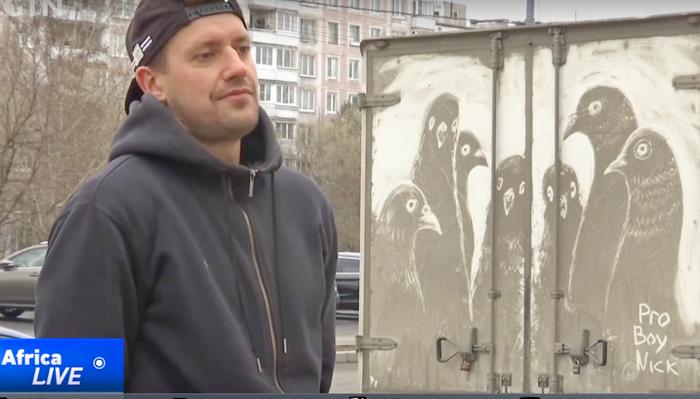 Художник из Москвы превращает грязные автомобили в произведения искусства