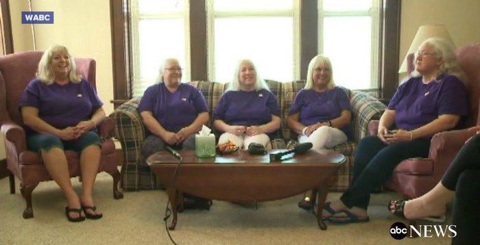 Пятерых сестёр разлучили в раннем детстве. Они встретились через 60 лет
