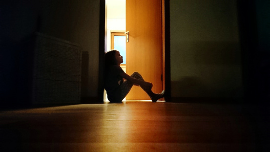 Мать грубо ругала 11-летнюю дочь на глазах людей. Слова поддержки незнакомого человека запомнились девочке на всю жизнь