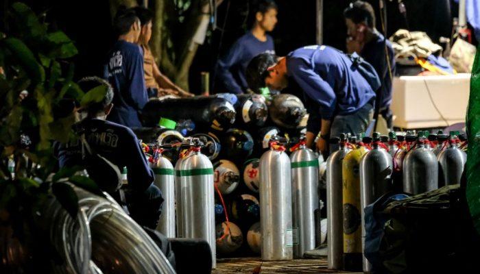 Спасатели вывели 6 детей, заблокированных в пещере Таиланда. Остальные ребята написали родителям трогательные записки