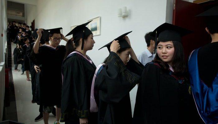 Поддельные дипломы университетов всего мира продают на китайских сайтах