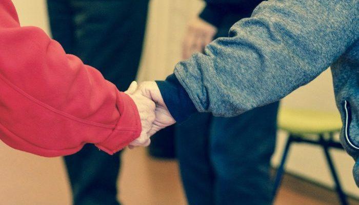 Двоюродный дядя помог племяннице спастись от холокоста. Они не виделись 65 лет и наконец встретились