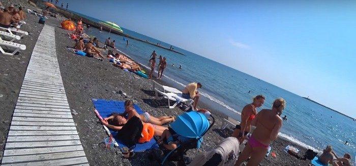 Болельщица из Португалии спасла тонущего болельщика из Колумбии на пляже в Сочи!