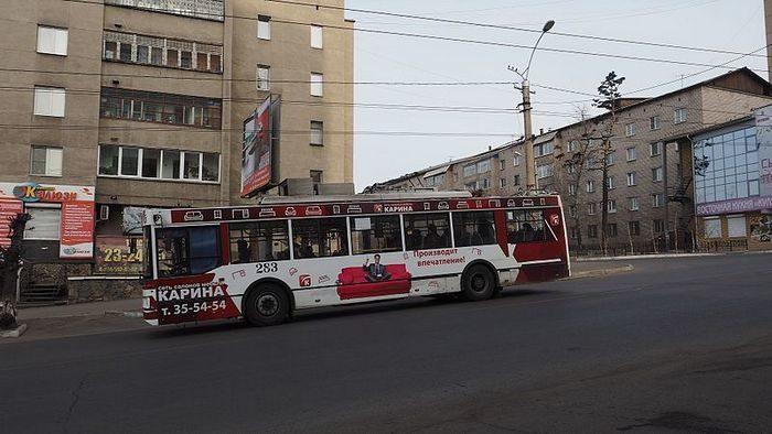 81-летний пенсионер забыл в троллейбусе Читы сумку с 1 млн рублей. Дедушку нашли и вернули деньги