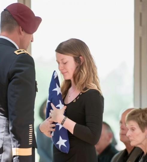 Вдова солдата организовала трогательную фотосессию с новорождённой дочкой. На эти снимки трудно смотреть без слёз