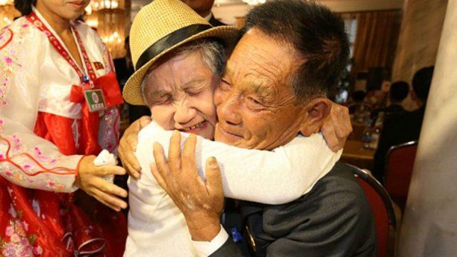 (Видео) 92-летняя мать из Южной Кореи встретилась с сыном в Северной Корее после 68 лет разлуки. Кто знает, возможно, эта встреча последняя