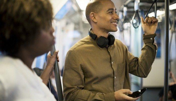 Чтобы сделать мир счастливее, британец призвал людей чаще улыбаться и предложил 25 сентября сделать Днём улыбок