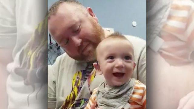 (Видео) Глухой 5-месячный мальчик впервые слышит голос мамы. Это трогательное видео заставляет плакать и улыбаться одновременно
