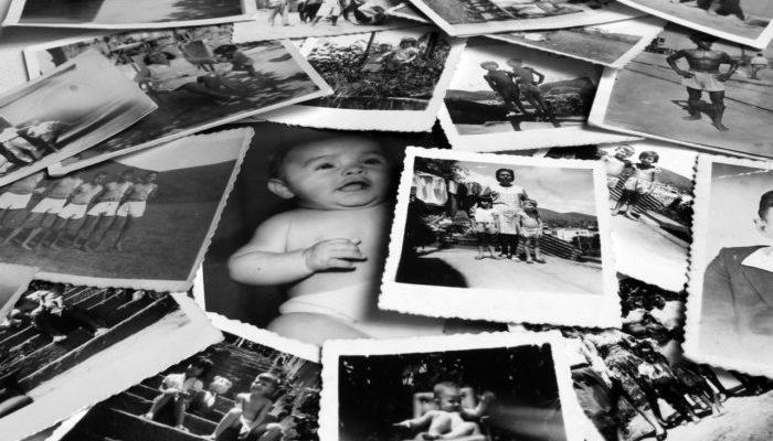 Женщина рассматривала старые фото и увидела силуэт дочери. Но ведь когда сделали снимок, девочка ещё не родилась?!