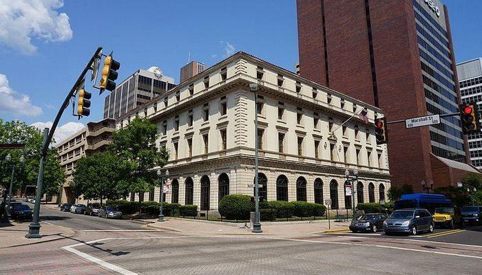 11-летняя девочка взяла в библиотеке книгу в 1934 году. Её сын вернул издание обратно через 84 года и заплатил штраф в 1 500$