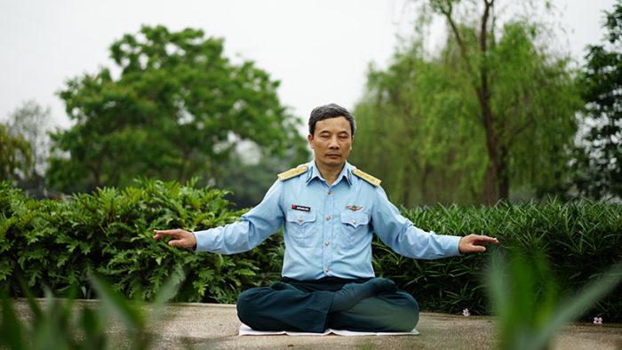 Мастер боевых искусств и мысли не допускал, что когда-то заболеет. Но в 51 год сердце стало подводить его. Отчаявшись, он нашёл спасение в практике цигун