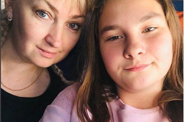 Дочь возмутило, что мама покупает сладости чужому ребёнку, а ей нет. Но отношение девочки изменилось, когда она увидела, как живёт бедная семья