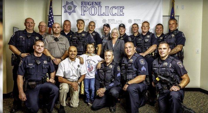 70 000 пончиков подарил полицейским 10-летний мальчик в знак уважения. И не собирается останавливаться!