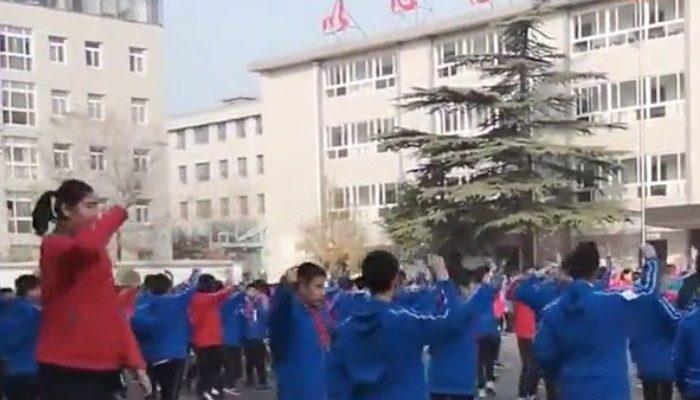 (Видео) Самая высокая в мире 11-летняя девочка живёт в Китае