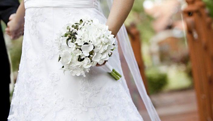 Дочь отблагодарила мать, вырастившую её в одиночку. Она устроила ей свадебную фотосессию