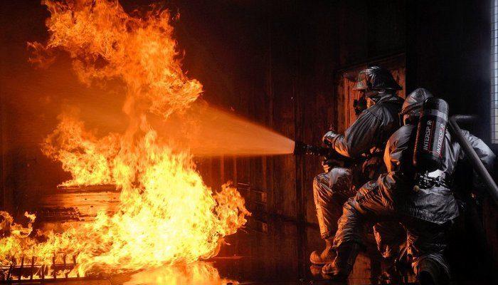 Мужчина потерял в пожаре жену и детей. Доброта женщины спасла его