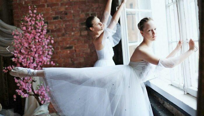 Любовь к танцам помогает юной танцовщице бороться с раком мозга. Девушка мечтает снова вернуться на сцену, и у неё есть все шансы!!