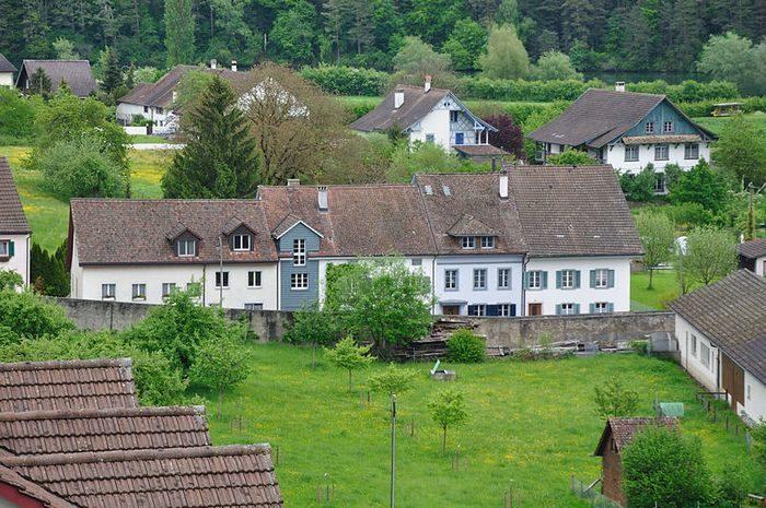 Жителям швейцарской деревушки будут платить по 2,5 тысячи франков в месяц. В качестве эксперимента