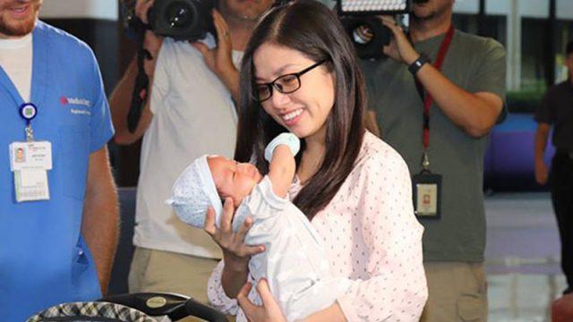 Молодая мама могла умереть от послеродового кровотечения, но пошла на поправку, когда коллеги-медсёстры положили новорождённого сына ей на грудь