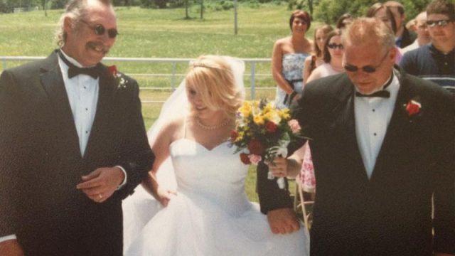 Невесту к алтарю вели сразу два отца! Родной и приёмный