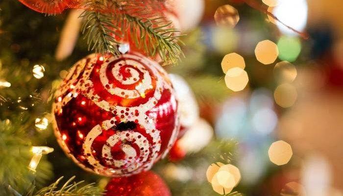 Чтобы порадовать умирающую маму, семья отпраздновала её любимый праздник, Рождество, заранее