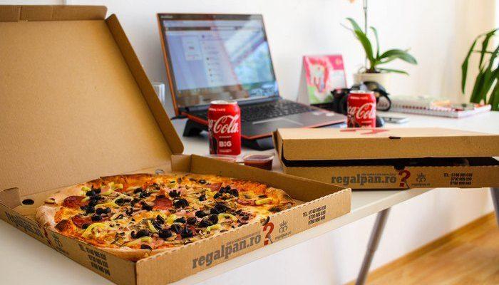 Канадские авиадиспетчеры пиццей поддержали коллег из США, которые уже месяц не получают зарплату