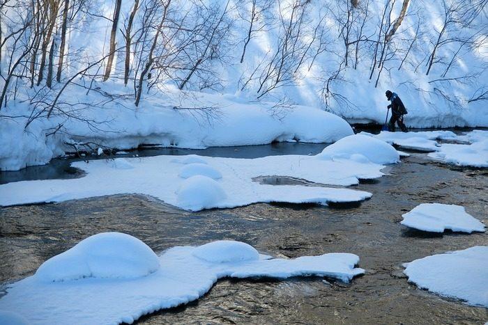 Полицейский в Забайкалье спас 12-летнего мальчика. Он перенёс его на спине через замерзающую реку!