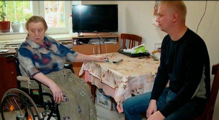 Таксист Екатеринбурга за свой счёт делает ремонт в квартирах одиноких пенсионеров и инвалидов