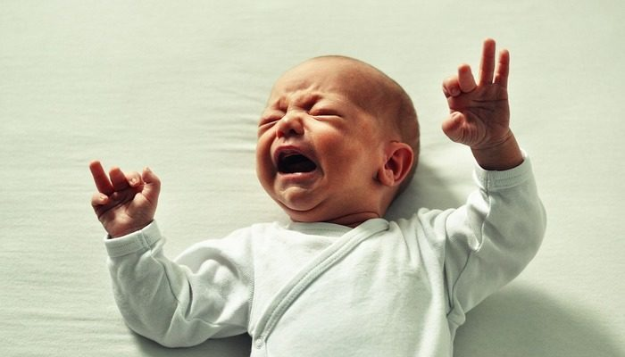 (Видео) Папа знает волшебное слово, которое успокаивает младенца за 30 секунд