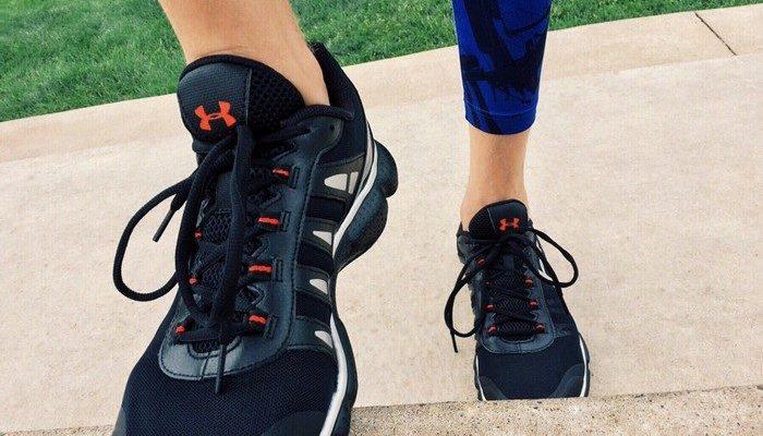 Мужчина купил обувь для бездомного мальчика. «Вот как мы можем сделать мир лучше»