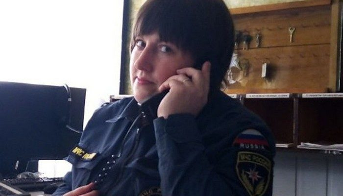 Диспетчер МЧС целую ночь по телефону выводила из леса двух подростков