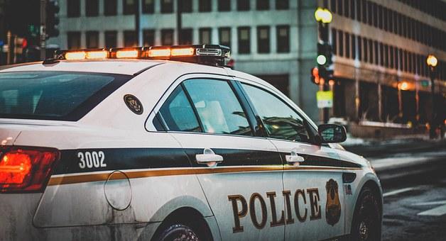 99-летнюю женщину заковали в наручники и посадили за решётку. Так полицейские исполнили мечту бабушки!