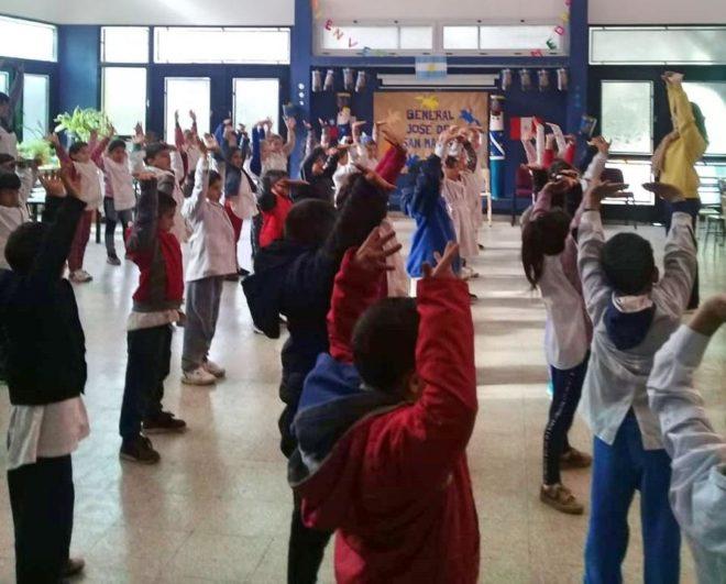 Школьники с «серьёзными поведенческими проблемами» меняются благодаря простой медитативной практике