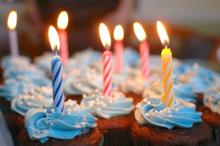 Незнакомка заплатила за торт на день рождения 11-летней девочки и оставила трогательную записку