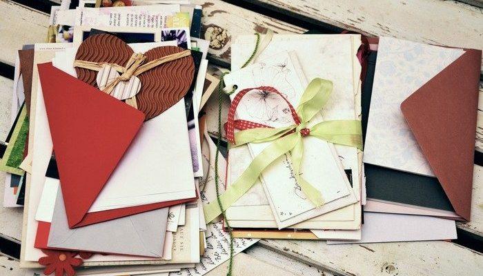 Женщине осталось жить всего год. Она приготовила поздравительные открытки ко дням рождения своей 5-летней дочери вплоть до её 40-летия