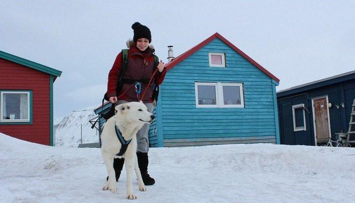 «Мы не сделали ничего героического». Женщина с собакой провалились под лёд, и вытаскивать их бросились две девушки