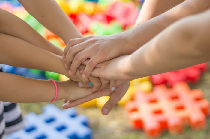 Девушка бесконечно благодарна своим трём братьями-аутистам: Они научили меня всему, что я знаю о реальной жизни