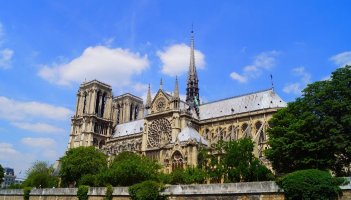 Владельцы Louis Vuitton и Gucci пожертвуют миллионы евро на восстановление собора Парижской Богоматери