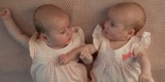 Уникальные близнецы! Они родились с интервалом в три месяца