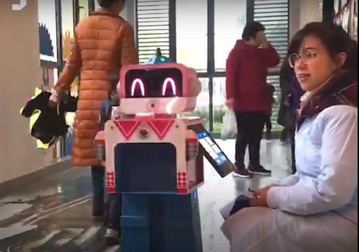 Роботы в китайских детских садах проводят ежедневный медосмотр детей
