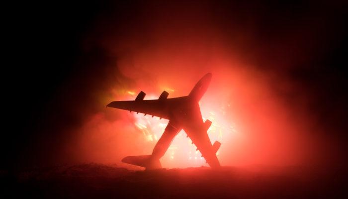 «Спасибо стюардессам, они спасли меня». Люди благодарят экипаж сгоревшего в Шереметьево «Суперджета»