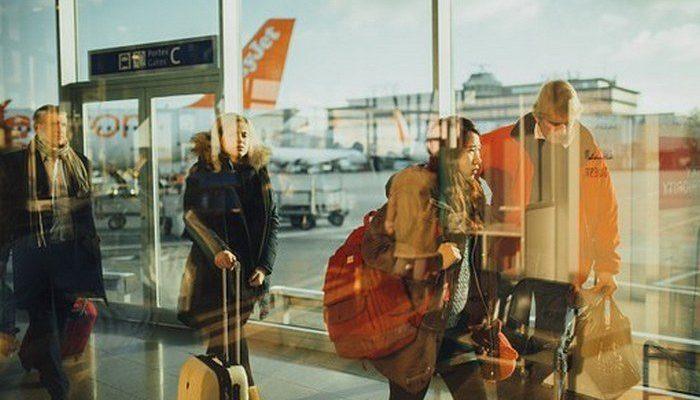 Женщина отказалась платить за перевес багажа и надела на себя почти 4 кг одежды перед полётом!